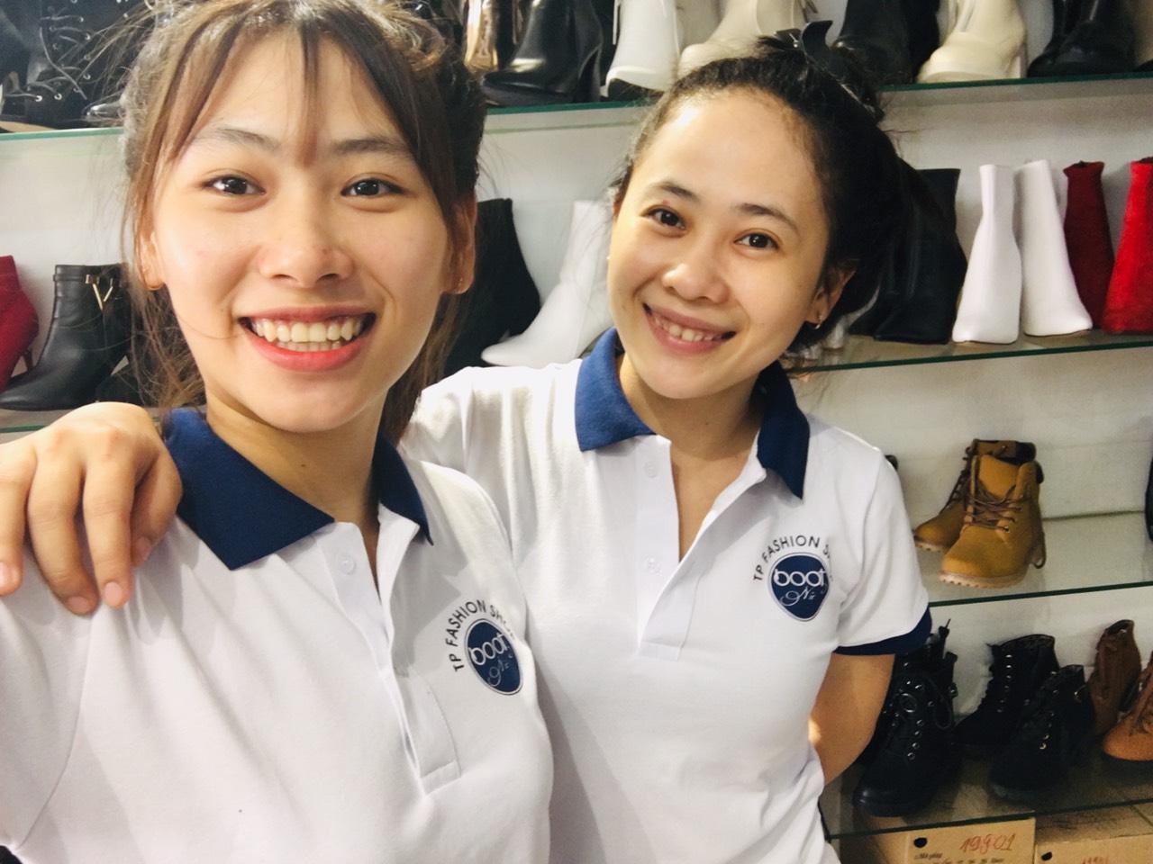 Nhân viên của shop giày boot nữ TP Fashion sẽ hỗ trợ tốt nhất cho quý khách