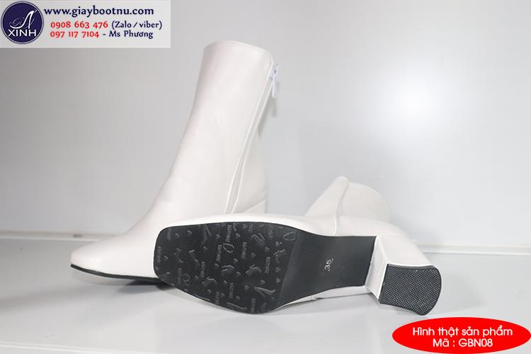 Giày boot nữ cổ lửng màu trắng thời thượng GBN0802