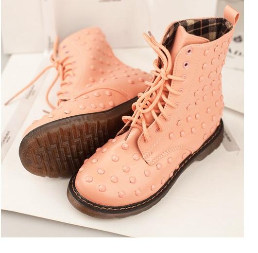 Giày boot nữ có rất nhiều mẫu mã đẹp mắt và ấn tượng